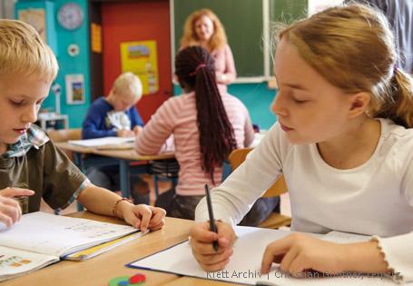 Colour Land bilingual Schülerin und Schüler
